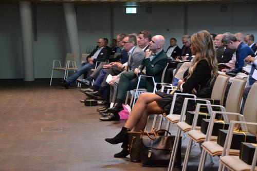 Die Vertreter der Tourismusbranche lauschen den Ausführungen Bicharas. (Bild: Lucien Rahm, Andermatt, 17. September 2019)