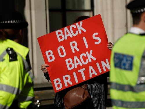 Neben Brexit-Gegnern haben am Dienstag vor dem obersten Gericht in London auch Brexit-Befürworter (Bild) demonstriert. (Bild: KEYSTONE/AP/MATT DUNHAM)