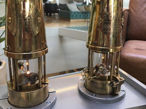 Die beiden Laternen mit der Olympischen Flamme kamen am Mittwoch in der Schweiz an. Der Flug mit den Lanternen führte von Athen nach Genf (Bild: KEYSTONE/JULIEN PRALONG)