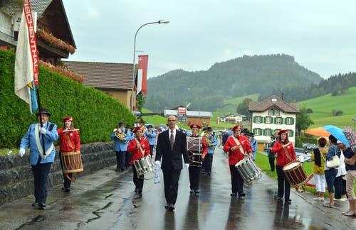 Gäste aus dem Nachbarkanton: Die Harmoniemusik Fischenthal unter der Leitung von Erich Hintermann. (Bild: Peter Jenni)
