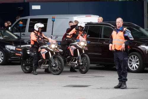 Rund ums KKL standen viele Polizisten im Einsatz. (Bild: Boris Bürgisser, Luzern, 2. September 2019)