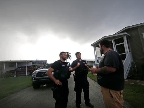 In Florida und den nördlicheren Bundesstaaten Georgia und South Carolina galt bereits der Notstand. Evakuierungen der Küstenregionen mit Hunderttausenden Einwohnern liefen am Montag bereits an. (Bild: KEYSTONE/AP/GERALD HERBERT)