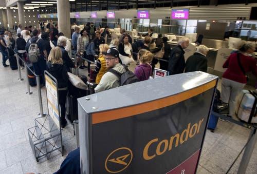 Nichts geht mehr an den Flughäfen. (Bild: Keystone)