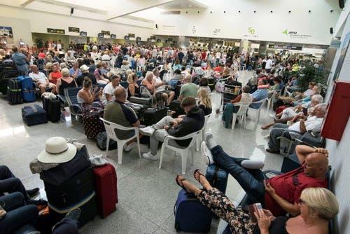 Gestrandete Reisende in Spanien. (Bild: Keystone)