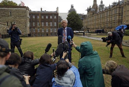 Parlaments-Sprecher John Bercow erklärt: «Am Mittwoch lasse ich das Parlament wieder zusammenkommen um die Geschäfte wieder aufzunehmen.» (Bild: Keystone)