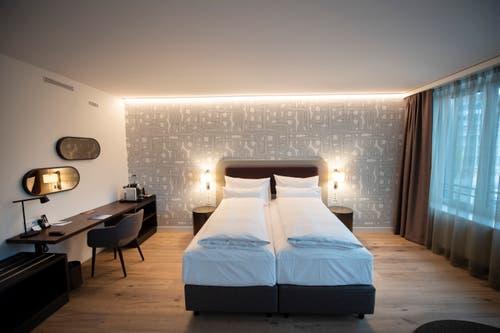 Eines der modernen Hotelzimmer. (Bild: Urs Bucher)