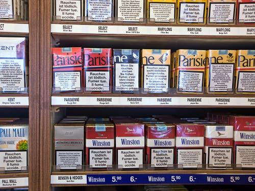 Der Ständerat möchte den Verkauf von Zigaretten an Minderjährige verbieten. (Bild: KEYSTONE/MARTIN RUETSCHI)