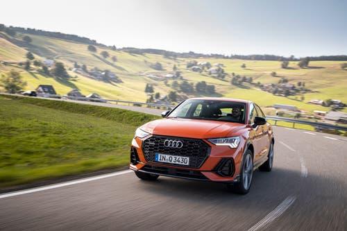 Grosser Kühlergrill, flachstehende Frontscheibe und fliessendes Heck: Der Sportback will der elegantere Bruder des Audi Q3 sein. (Bild: Audi)