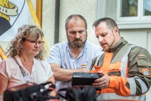 Das KKE hat an einem Stand Gerätschaften, um die Arbeit des Katastrophenschutzes zu erklären. (Bild: Andrea Stalder)
