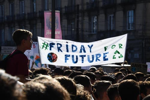Demonstration in Neapel. Friday for Future, oder auch Schulstreik fürs Klima. (EPA/CIRO FUSCO)