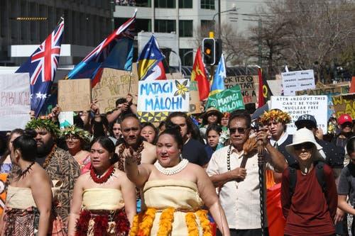 Tausende marschieren in Wellington, Neuseeland, zum Parlamentsgebäude. (AP Photo/Nick Perry)