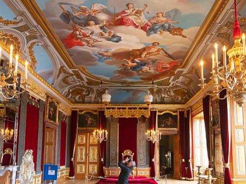 Barocke Pracht in den restaurierten Königlichen Paraderäumen im Residenzschloss von Dresden - im Bild der Audienzsaal. (Bild: KEYSTONE/AP/JENS MEYER)