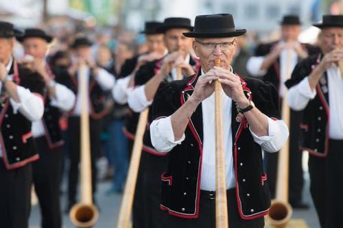 Die Bläserinnen und Bläser der Alphornbläservereinigung Amt Entlebuch begeistern. (Bild: Boris Bürgisser)