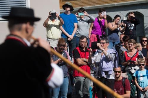 Die Bläser der Alphornbläservereinigung Amt Entlebuch begeistern. (Bild: Boris Bürgisser)