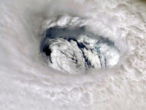 Der Hurrikan «Dorian» vom Weltraum aus: Die Nasa veröffentlichte dieses Bild, geschossen von Astronaut Nick Hague, der sich derzeit in der Raumstation ISS befindet. (Bild: Keystone/EPA NASA/NASA HANDOUT)