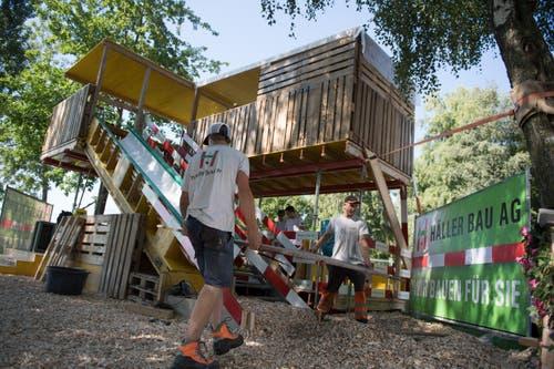 Trockenes Wetter erleichterten die letzten Aufbauarbeiten am Mittwoch. (Bild: Corinne Glanzmann, Sempach, 4. September 2019)
