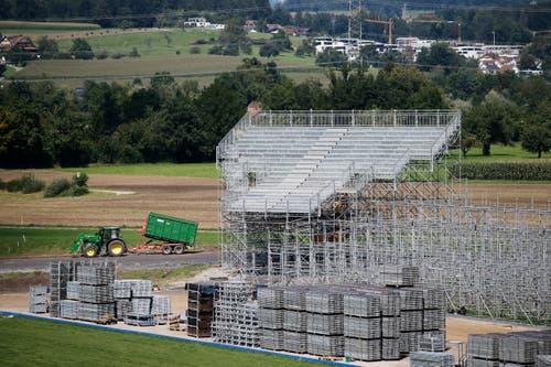 Tribüne um Tribüne wird abgebaut. (Bild: Stefan Kaiser, Zug, 03. September 2019)