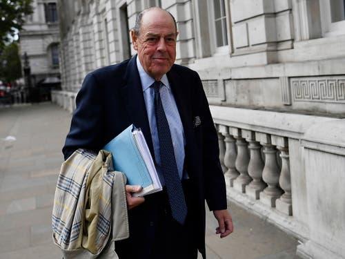 Nicholas Soames, der von Boris Johnson aus der Tory-Fraktion geworfene Enkel des legendären britischen Kriegspremiers Winston Churchill rechnete in einem Interview mit dem Regierungschef ab. (Bild: KEYSTONE/EPA/NEIL HALL)