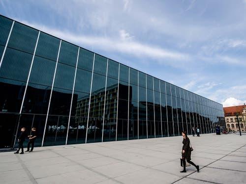 In Dessau wurde am Sonntag das Bauhaus Museum eröffnet - 100 Jahre nach der Gründung der Kunstschule. (Bild: KEYSTONE/EPA/FILIP SINGER)