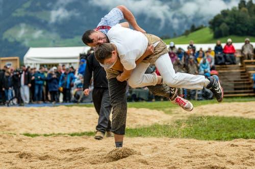 Stefan Gasser (links) in seinem letzten Kampf gegen Noah Gisler. (Bild: Philipp Schmidli, Ennetmoos, 8. September 2019)