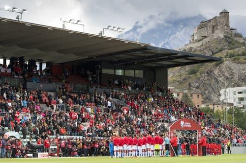 Schöne Kulisse im Wallis: Alles ist angerichtet für ein Schweizer Torfestival. (Bild: Keystone)
