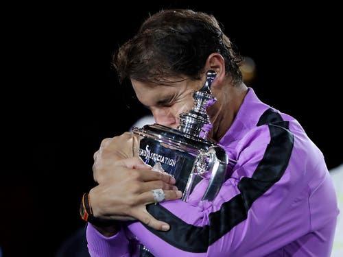 Die 19. Grand-Slam-Trophäe musste sich Rafael Nadal unerwartet hart erkämpfen (Bild: KEYSTONE/FR110666 AP/ADAM HUNGER)