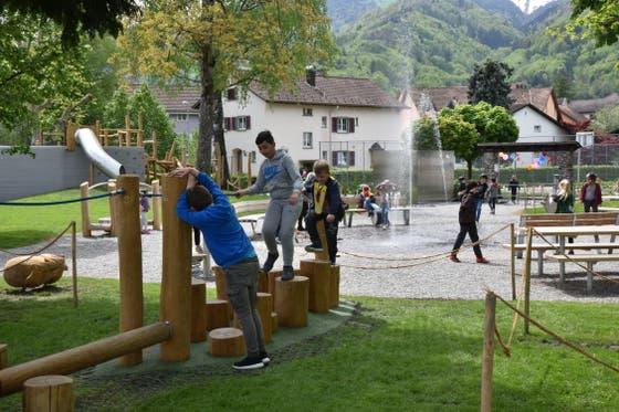 Seit vergangener Woche ist der Generationen-Spielplatz Kappeli (mit Spieplatzgeräten von GTSM Magglingen AG) in Betrieb. (Bild: Heini Schwendener)