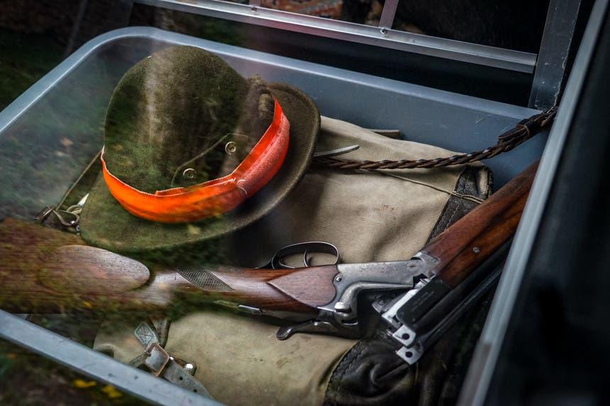 Im Kofferraum eines Jägers liegen seine Utensilien für die Jagd bereit. (Bild: Sandro Büchler)