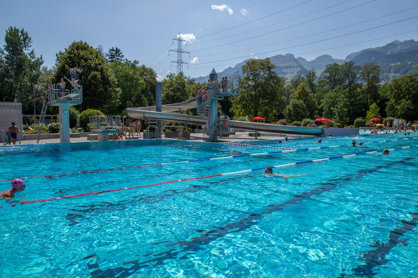 Das Hauptbecken fasst 1.8 Millionen Liter, das sind 15'000 Badewannen voller Wasser. (Bild: Raphael Rohner)