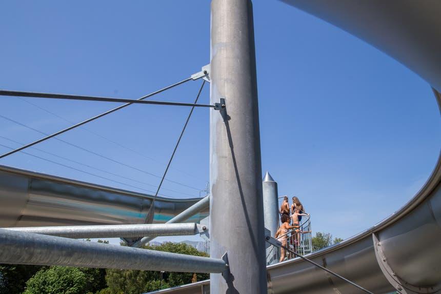 Die 36 Meter lange Rutsche ist eines der Badi-Highlights. (Bild: Raphael Rohner)