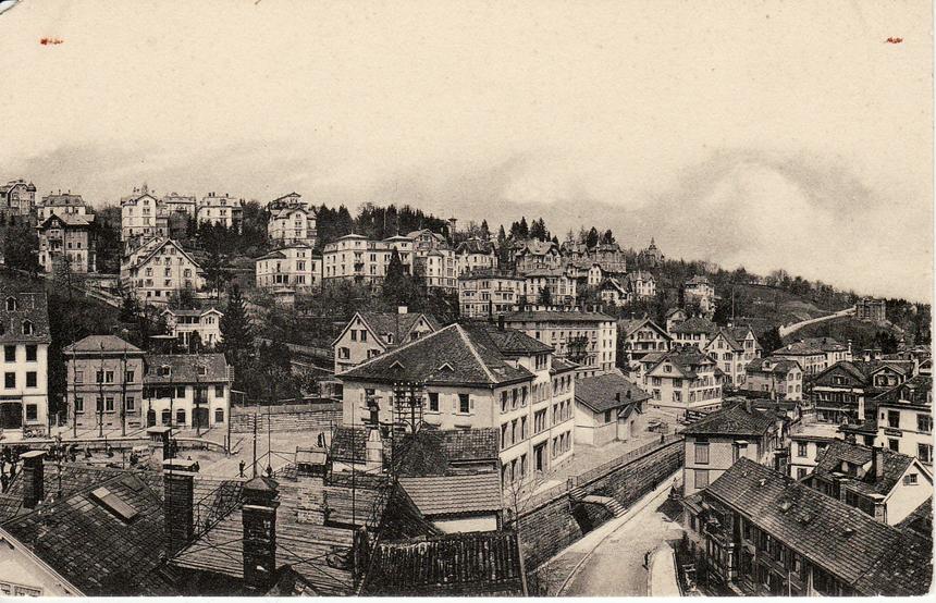 So sah es etwa um 1907 aus: Das Grabenschulhaus und dahinter die Grabenhalle. (Stadtarchiv der Ortsbürgergemeinde St.Gallen)