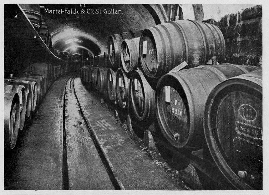 Der Tunnel diente als Weinlager. (Archiv: Martel St.Gallen)