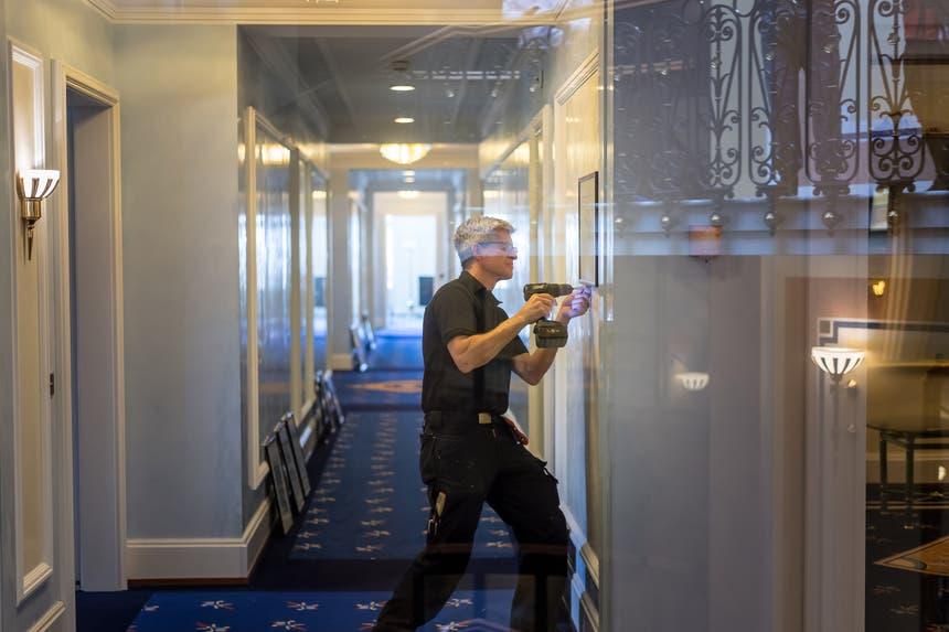 ...montiert an anderen Orten. Die Hotelangestellten haben... (Bilder: Michel Canonica)