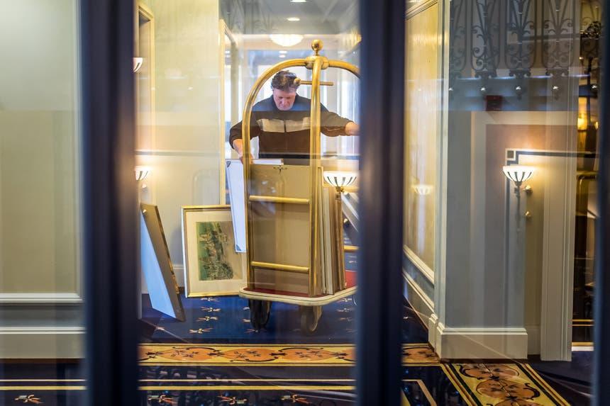 ...vom Interieur wird weggeschmissen. Die meisten Möbel... (Bilder: Michel Canonica)