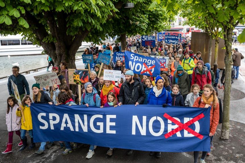 Der Protestmarsch führte zum Nationalquai.