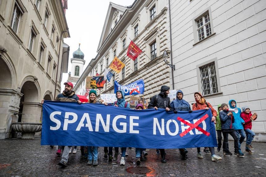 Das Transparent der Gegenbewegung ist mittlerweile in der ganzen Stadt Luzern bekannt.