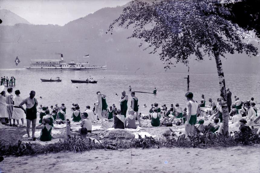 Strandbad Weggis mit dem Dampfschiff Gotthard, undatiertes Bild. (Bild: Verein Historisches Archiv Weggis)