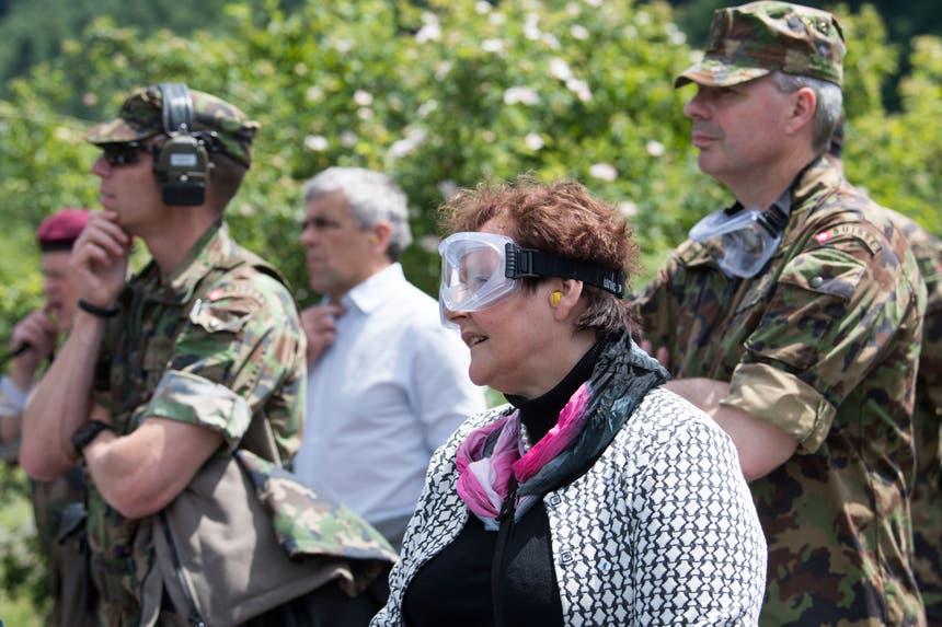 Kantonsratspräsidentin Hildegard Meier-Schöpfer verfolgt die Einsatzübung. (Bild: Eveline Beerkircher, Walenstadt, 12. Juni 2019)